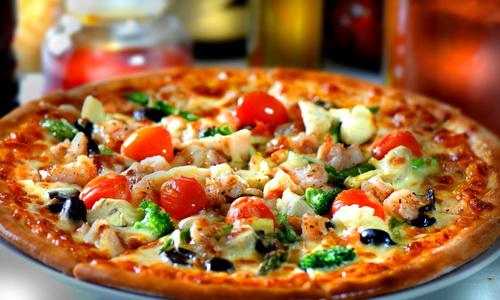 Итальянская пицца с пряными травами