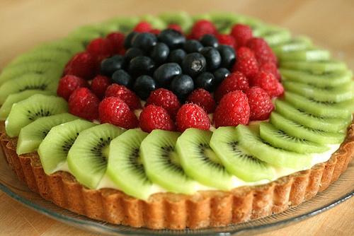 Низкокалорийный торт из творога, йогурта и фруктов