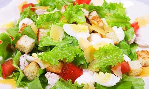 Готовим салат цезарь с курицей