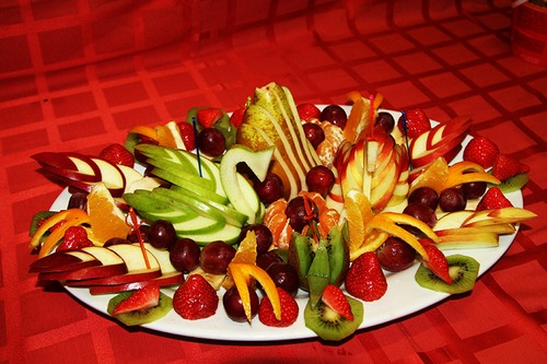 Как нарезать фрукты к столу