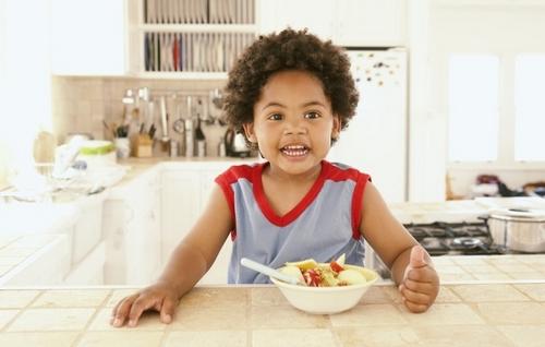 Как развитие интеллекта у детей зависит от их питания