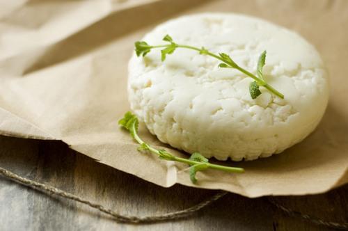 Козий сыр: как выбрать и с какими продуктами сочетать