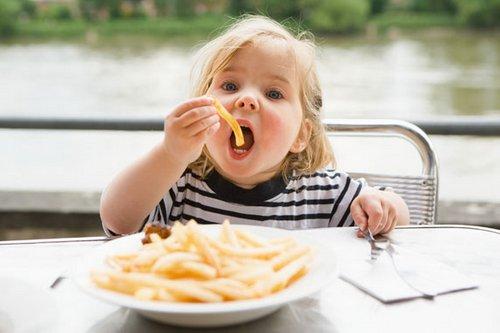 Как приучить ребенка к здоровому питанию, чтобы у него потом не было лишнего веса